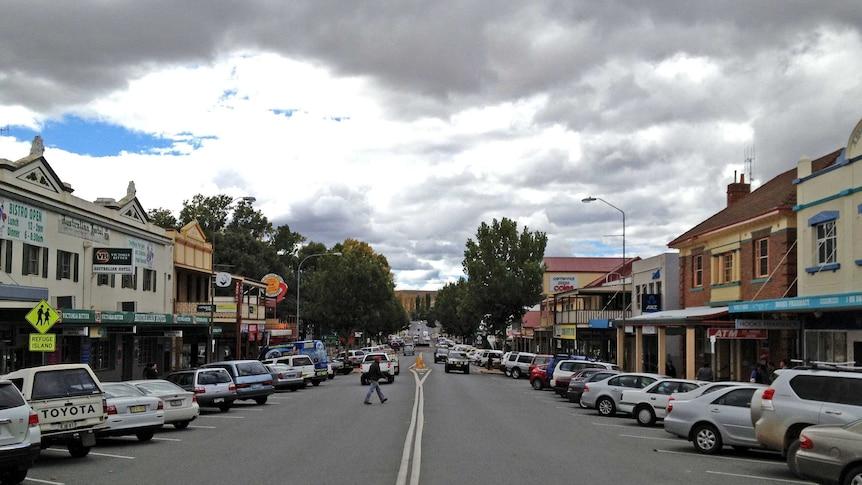 Traffic along Sharp Streetin Cooma