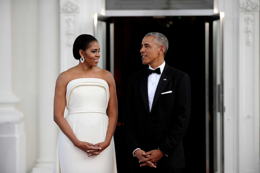 U.S. President Barack Obama and first lady Michelle Obama wait for the arrival of Singapore Prime Minister Lee Hsien Loong and his wife Mrs. Lee Hsien Loong at the White House in Washington
