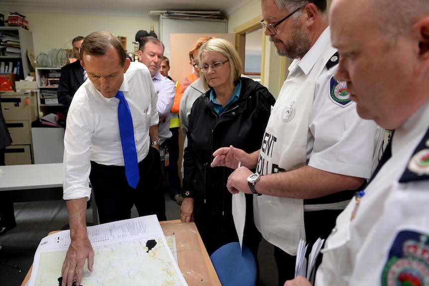 Prime Minister Tony Abbott is briefed on the NSW fires