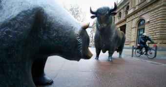 Bull and bear statues outside Frankfurt stock exchange