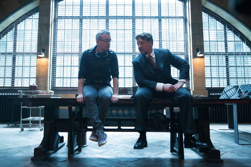 Alex Kurtzman and Russell Crowe sit and talk on the set of The Mummy movie.