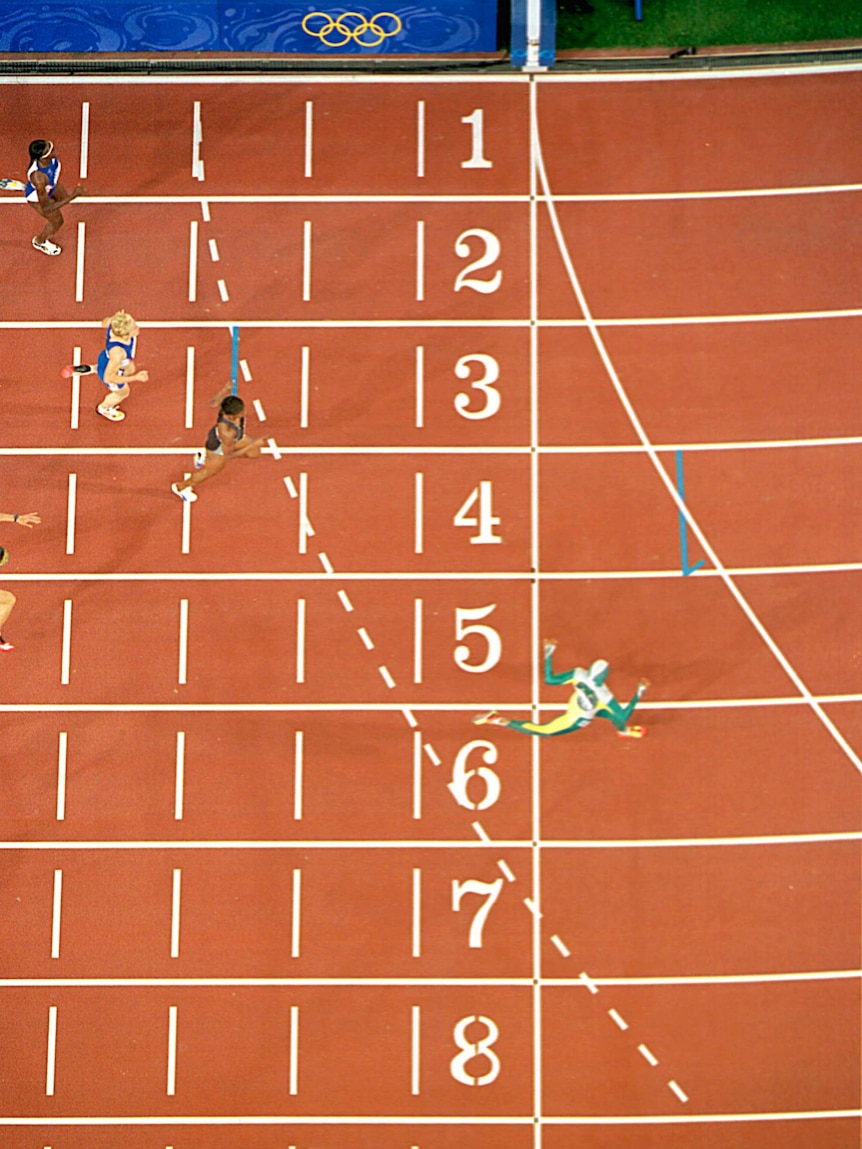 Cathy Freeman crosses line in 400m final at Sydney Olympics.