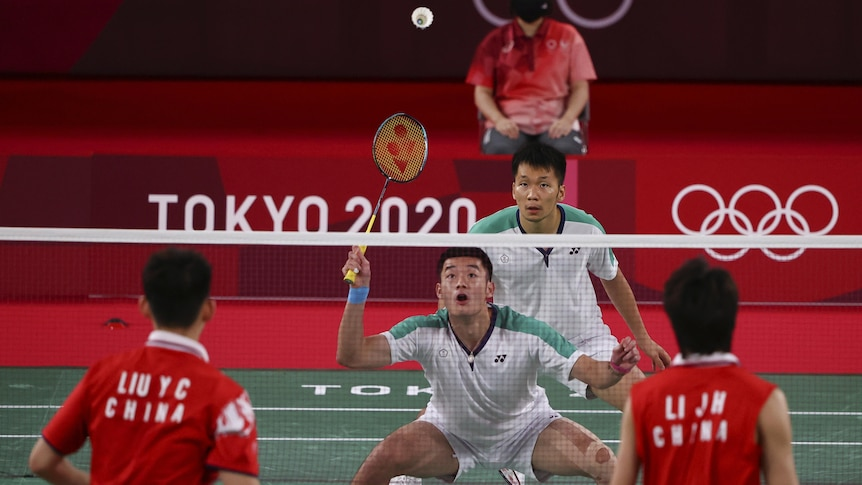 The Taiwanese and Chinese teams play badminton.