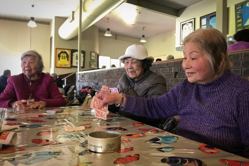 Visitors to Chung Wah aged care play cards