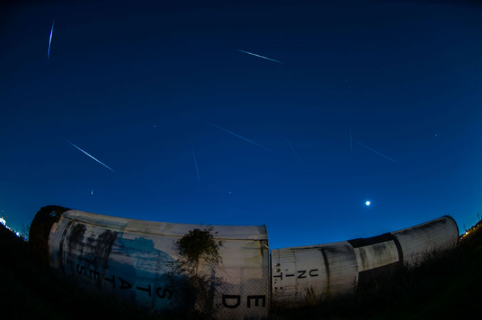 A time lapse photo of meteors