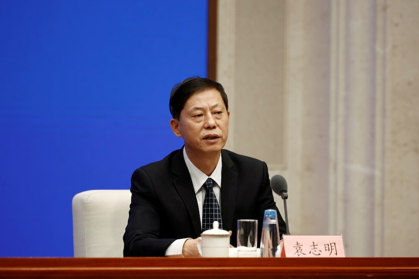 Yuan Zhiming addresses a news conference.