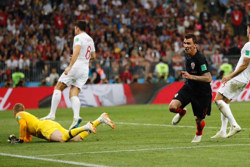 Mario Mandzukic celebrates goal against England