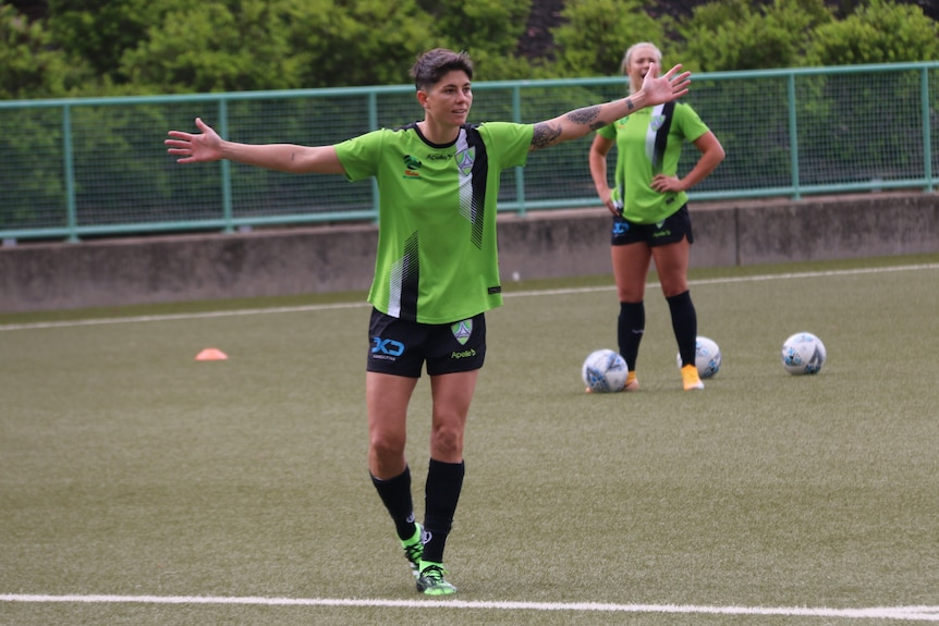 Michelle Heyman holds her arms out at Canberra United training (1)