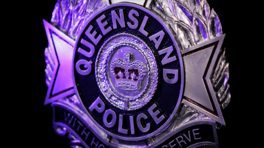 Queensland border-crossing police officers who decline a COVID vaccine ordered to take leave - ABC News