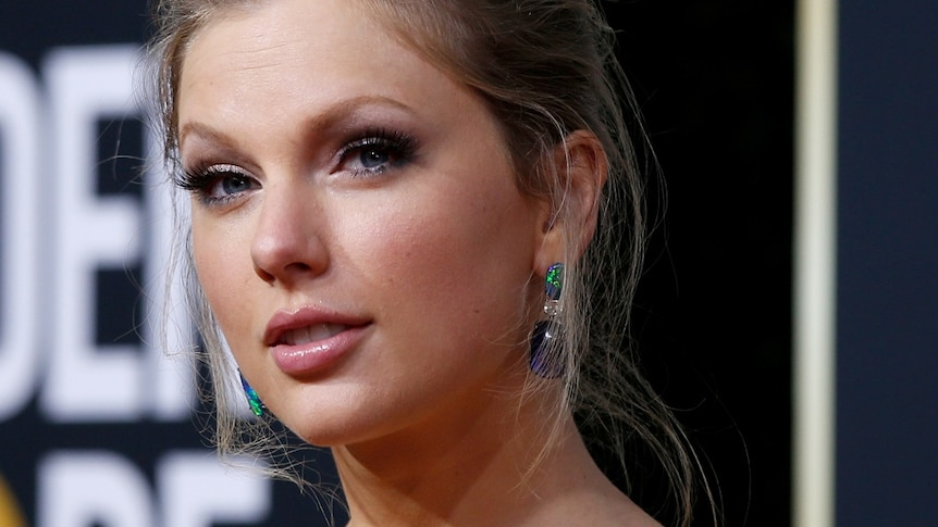 A headshot of Taylor Swift, hair pulled back, at the Golden Globes.