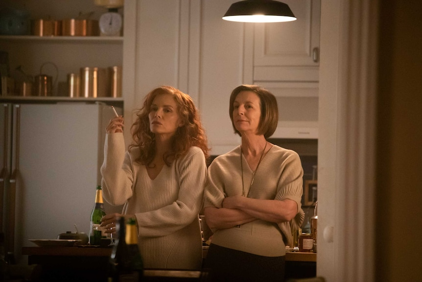 A scene from the film French Exit with Michelle Pfeiffer and Susan Coyne in a kitchen