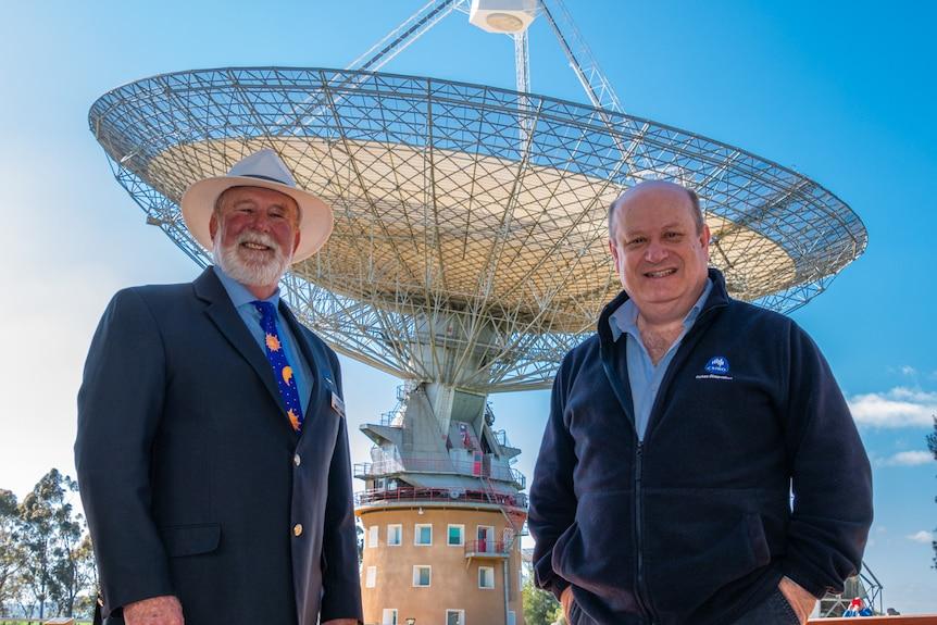 Ken Keith and John Sarkissian standing in front of the CSIRO Parkes Radio Telescope
