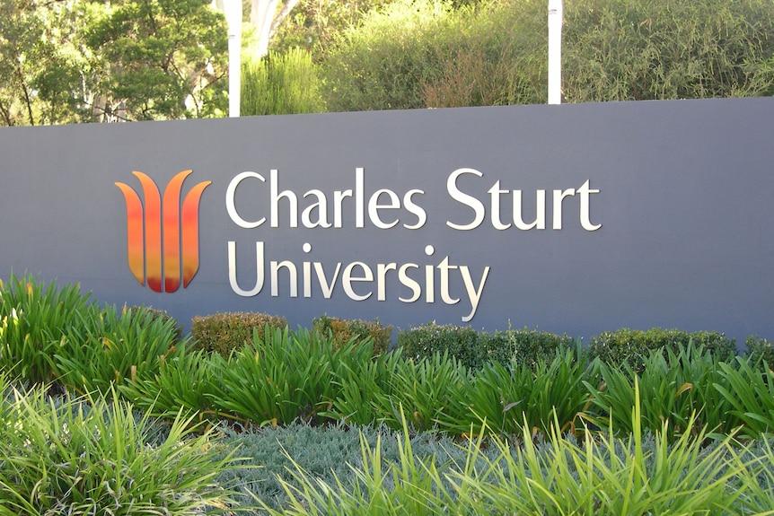Front sign for Charles Sturt University in Bathurst.