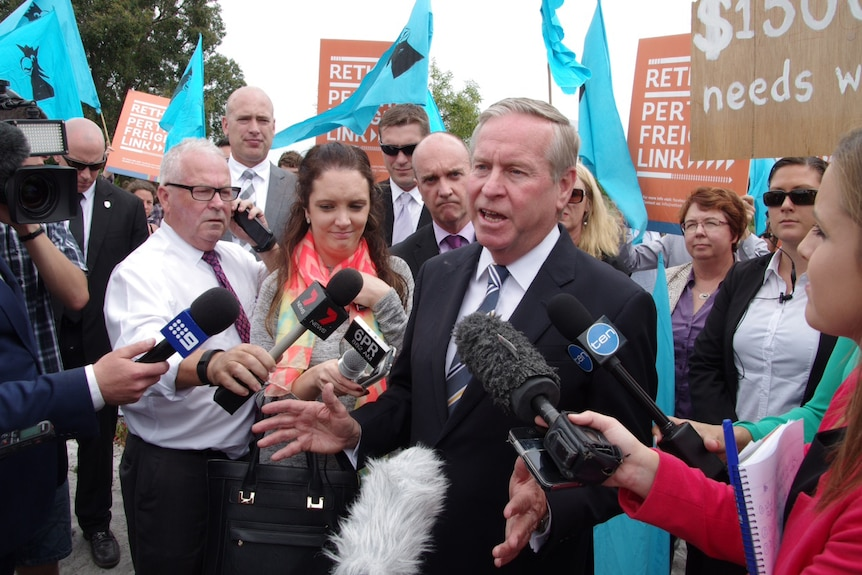 Premier Colin Barnett heckled by Roe 8 protesters