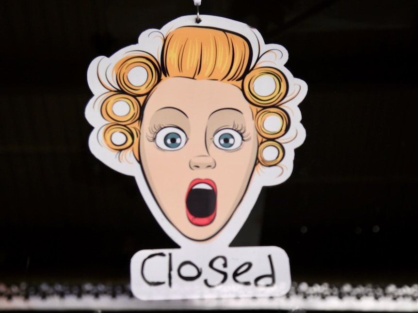 Closed sign on a beauty business in Melbourne