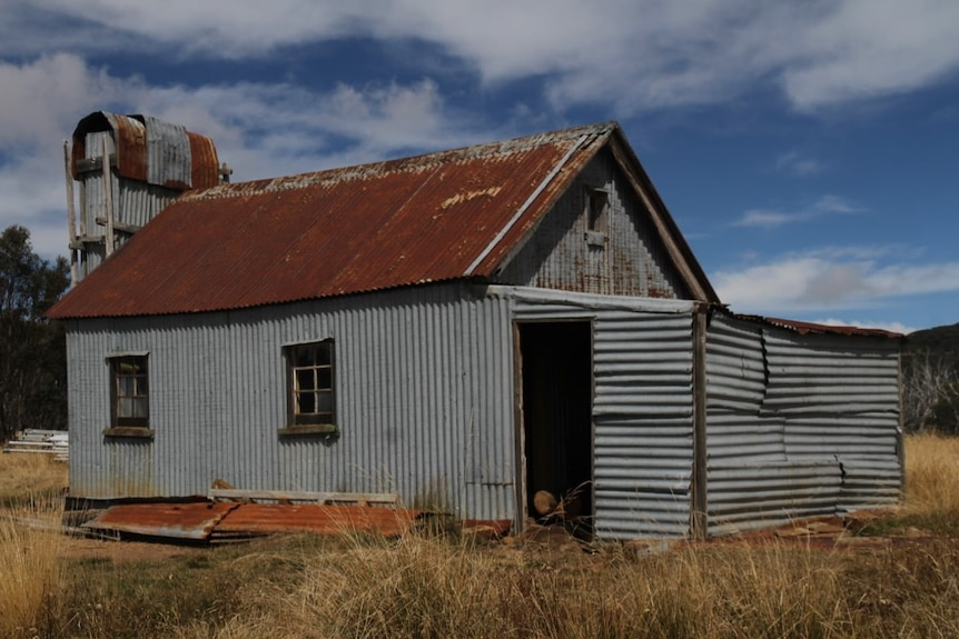Picture of a hut in Victoria's High Country with rusty roof.