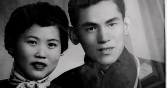 A black and white photo of Yao Sheng Zhang and Xiou Zhu Huang.