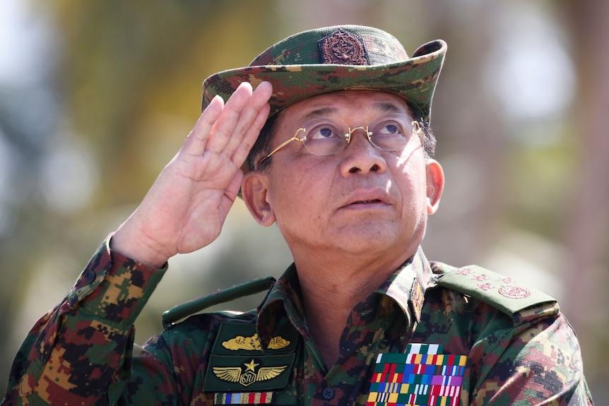 Senior General Min Aung Hlaing salutes, wearing full military gear