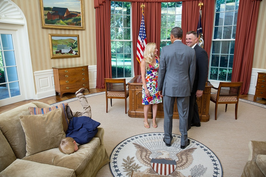 Kid face-plants in Oval Office while President Barack Obama talks to parents