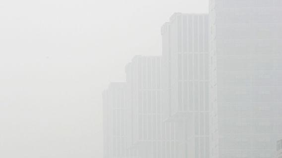 Smog covers the Beijing CBD