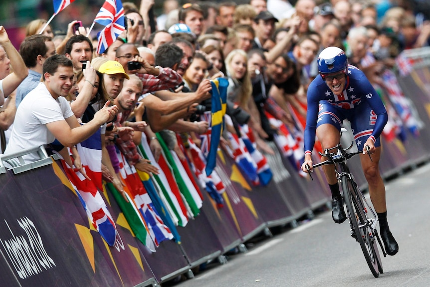 Armstrong grimaces on way to gold