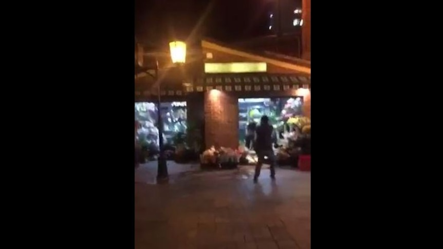 WARNING: GRAPHIC CONTENT Police shoot man outside florist at Central Station