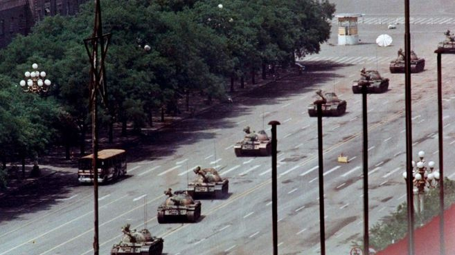 Composite photo of Changan Avenue, east of Tiananmen Square in Beijing, 20 years apart