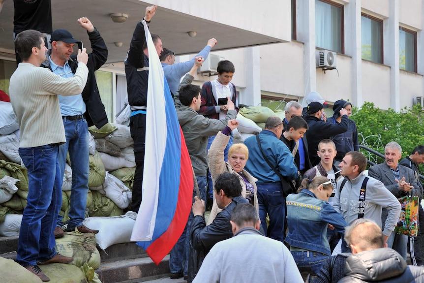 Pro- Russia activists retake building in Mariupol