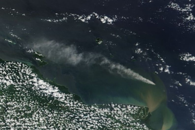 Satellite view of the area around Kadovar Island. The smoke plume is visible and stretches far to the northwest of the island.