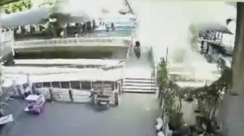 Bomb explodes in Bangkok canal
