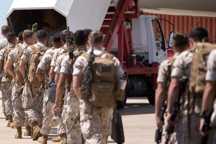US Marine Corpsmake their way to board an awaiting aircraft at RAAF Base.