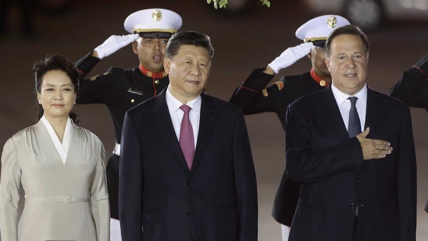 Xi Jinping and first lady Peng Liyuan are received by Panama's President Juan Carlos Varela at Tocumen international airport.