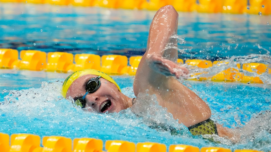 An Australian female swimmer in a 400m freestyle heat at the Tokyo Olympics.