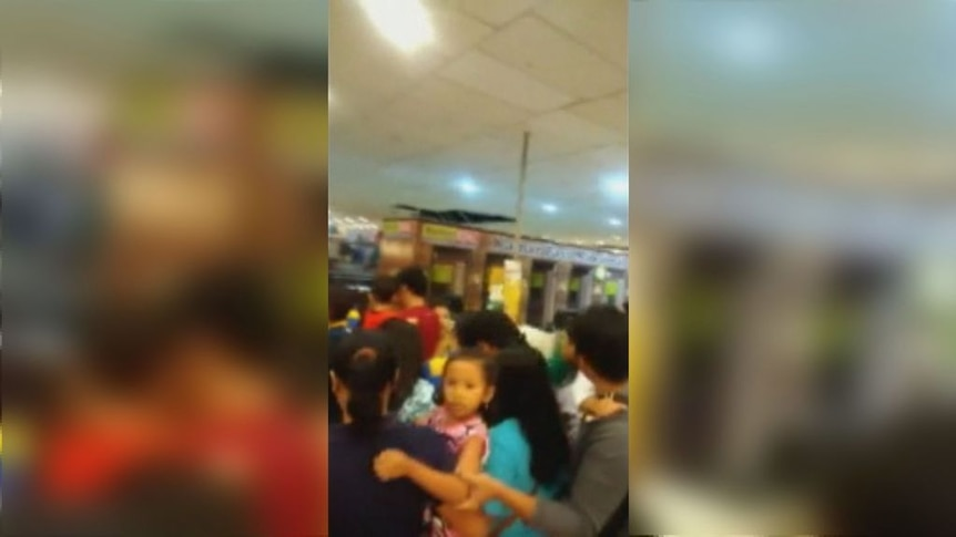 Crowds flee from Bali shopping centre as earthquake hits