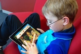 Children explore a world in the app, and while doing so are exposed to languages through characters greeting and speaking to them.