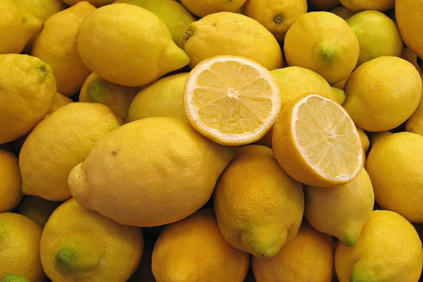 A pile of lemons.