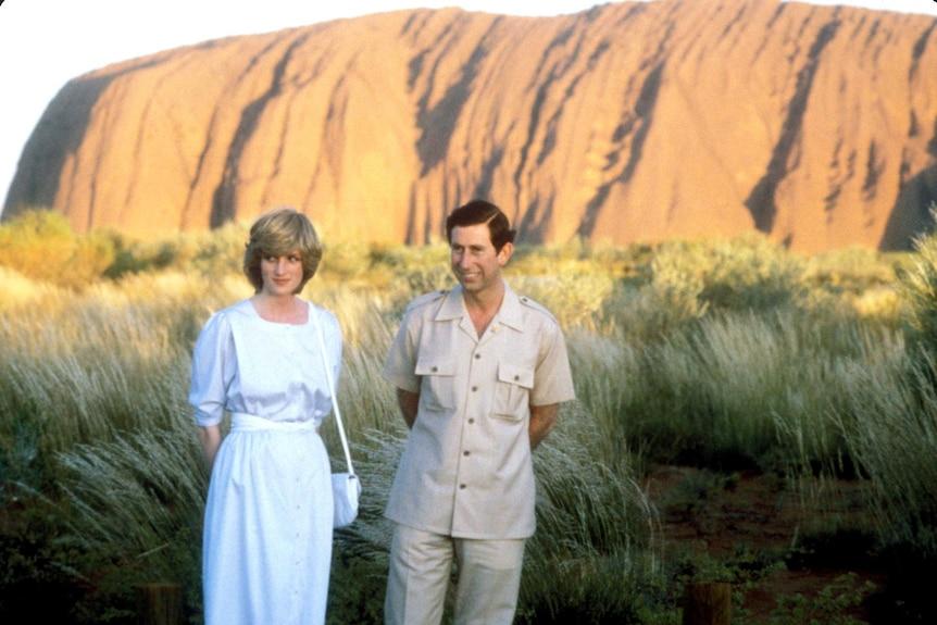 Prince Charles and Princess Diana pose for photos with Uluru as a backdrop.