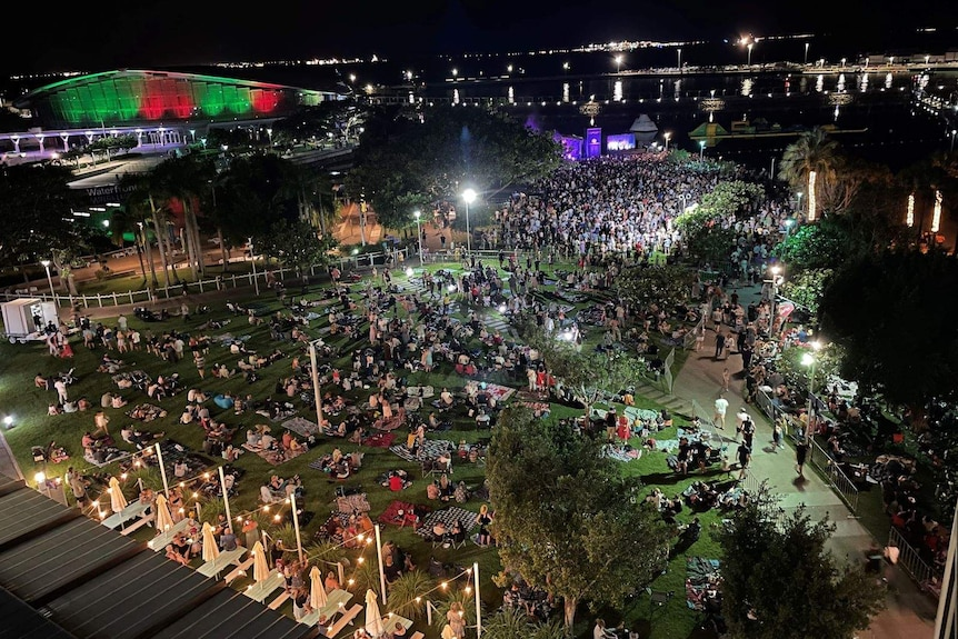 Thousands of people at a Darwin NYE event.