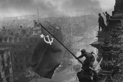 Raising a flag over the Reichstag