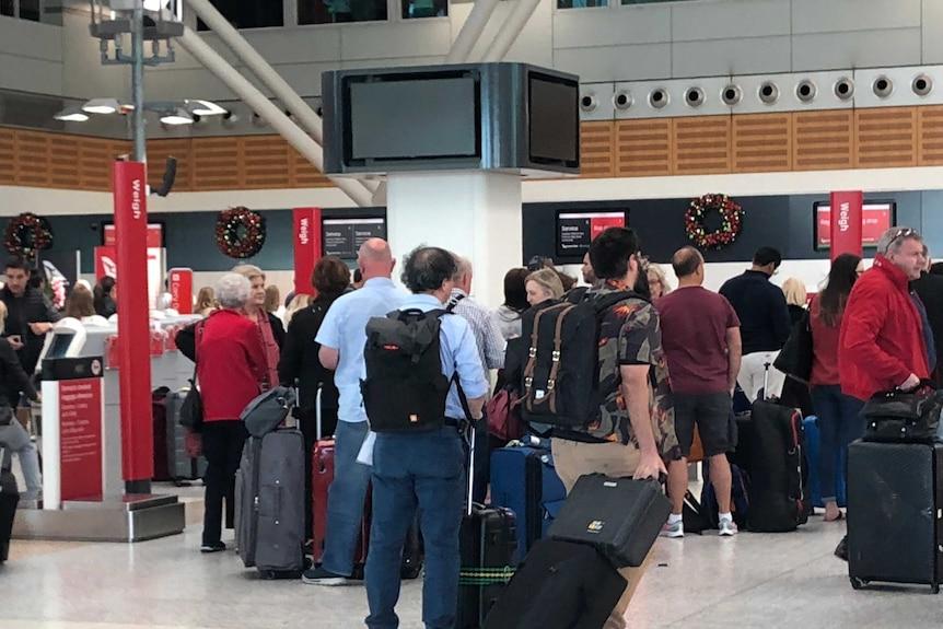 """乘客称这种情况为""""混乱一片"""",并表示没有乘客可以办理登机手续。"""